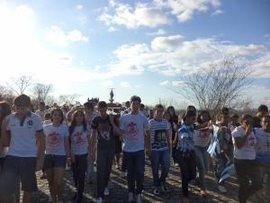 Juventude carregando a Cruz da Romaria