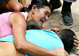 mãe chora morte do filho viciado