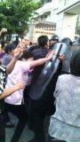 Cristãos chineses enfrentam a polícia e impedem a retirada da cruz em umaIgreja